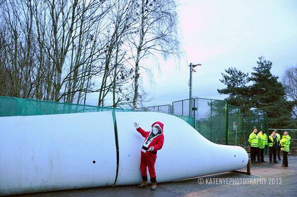 This is the latest joyful image from Barton Moss Community Protection Camp. This 50+ft 1.5 tonne turbine blade is going nowhere fast. No fracking today!!! www.facebook.com/frackoffuk